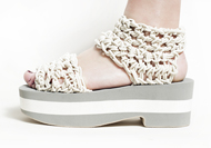 TRADITIONAL STRAP SANDAL / WHITE